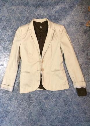 Молочный пиджак с рубашкой stradivarius