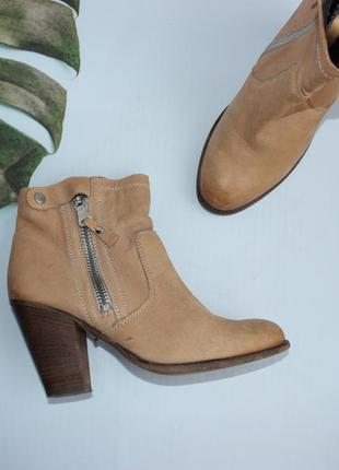 Invito кожаные ботильоны, ботинки на скошенном каблуке казачки
