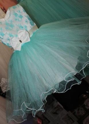 New шикарное мятное пышное платье на 3-4 года