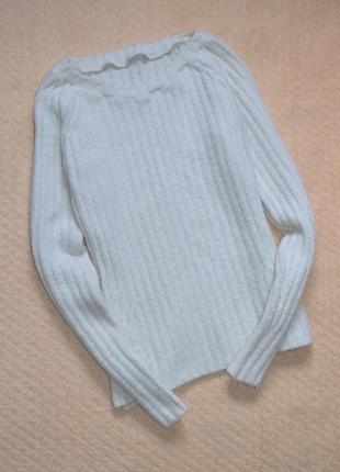 Теплый белоснежный приталенный свитер в рубчик лапша /s,m