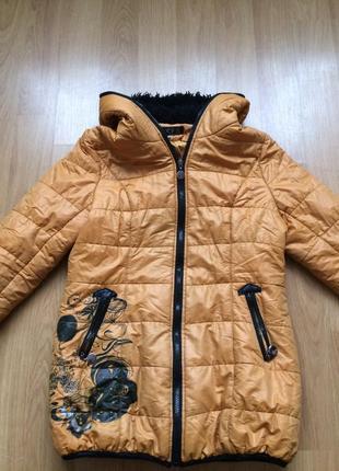 Куртка демисезонная на девочку 10-12 лет.
