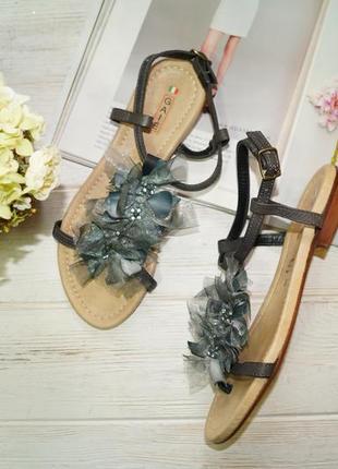 Gaie! италия! кожа! красивые фирменные босоножки с цветком на низком ходу