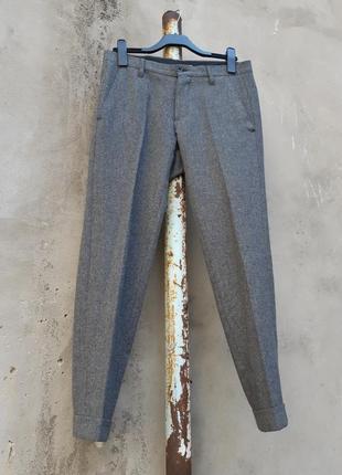Серые брюки со стрелками