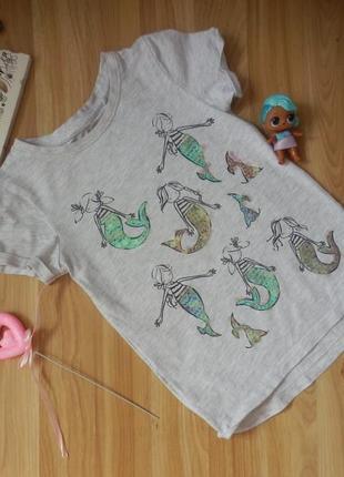Фирменная футболка next малышке 4 года состояние отличное .