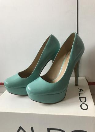 Бирюзовые туфли на высоком каблуке
