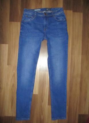 Клевые голубенькие стрэйчевые джинсики фирмы некст на 14-15 лет