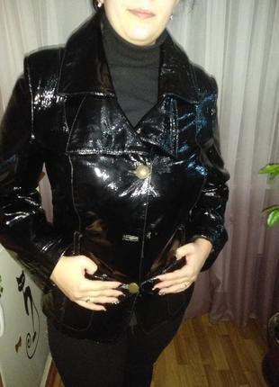 Кожаная лакированная курточка