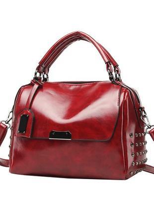 Классная удобная красная сумка на коротких ручках