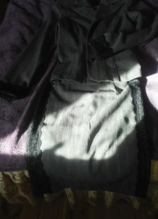 Строгий костюм