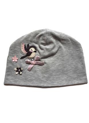 Весенняя трикотажная шапочка на девочку 4-8 лет1 фото