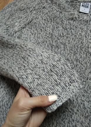 Фирменный свитер4 фото