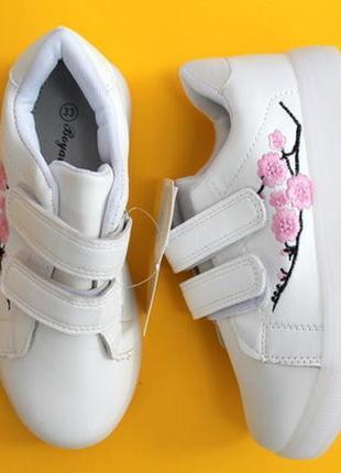 Кроссовки с вышивкой