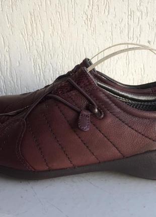 Кожаные закрытые туфли clarks 38р.