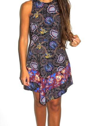 Красивое платье в узорах - спинка открыта (см доп фото) -срочная продажа-