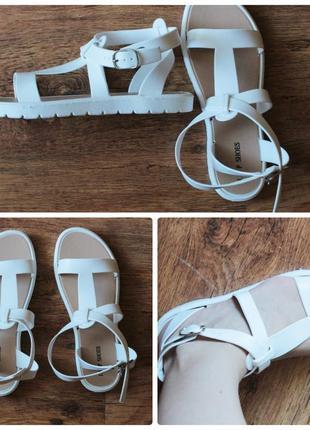 Белые силиконовые сандалии