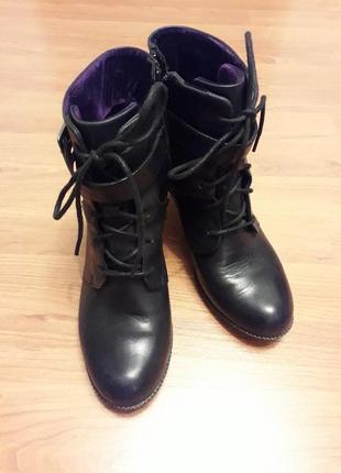 Стильные ботинки на завязках с замочком
