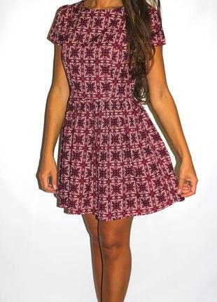 Платье в орнаментах -красивое ( срочная уценка платеьв 300ед )
