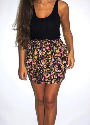 Черное платье с яркими цветочками -- срочная уценка платьев --