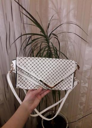 Безумно красивая белая сумочка-клатч