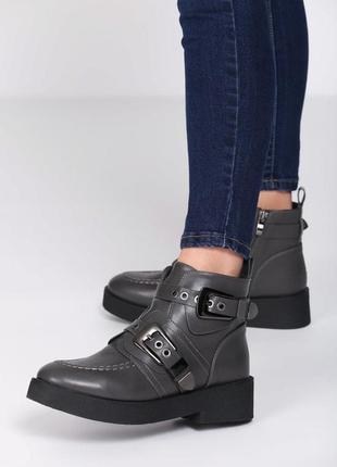 Новые серые демисизонные ботинки