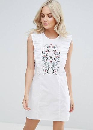 Белое платье с рюшами воланами и вышевкой zara zara