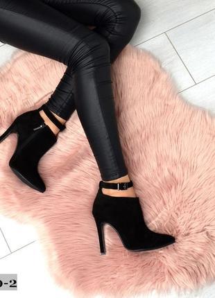 Классические ботинки на шпильке