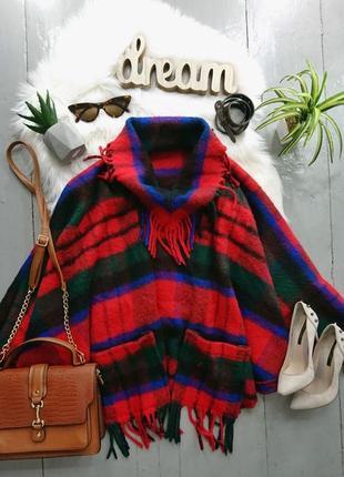 Яркое тёплое пончо с бахромой и карманами.