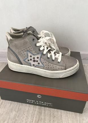 Стильные трендовые кроссовки кеды с серебряным напылением carnaby