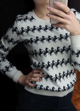 Легкий свитер с единорогами