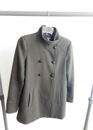 Свободное пальто цвета хаки