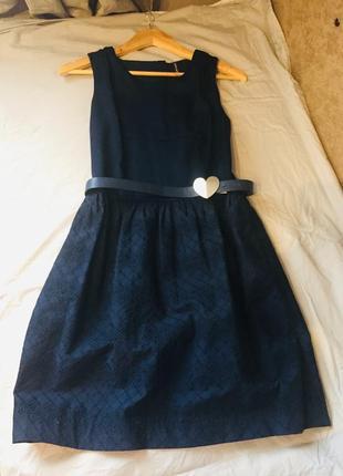 Красивое элегантное платье миди
