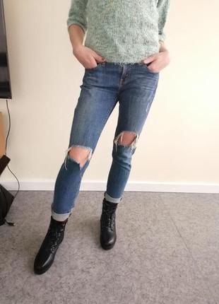 Рваные джинсы-бойфренды levis
