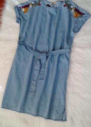 Джинсовое платье с вышивкой от f&f