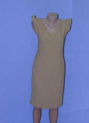 Платье футляр, цвета кемел/с рюшиками на плечах
