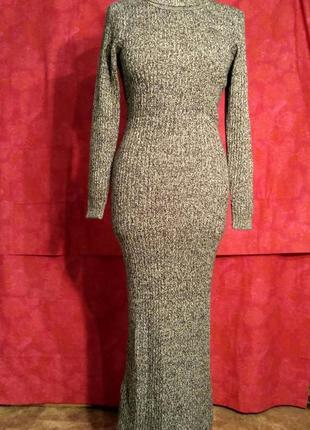 Платье вязаное из черно-белой пряжи.