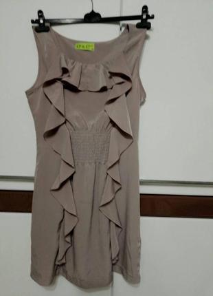 Стильное кофейное платье в с рюшами. oversize