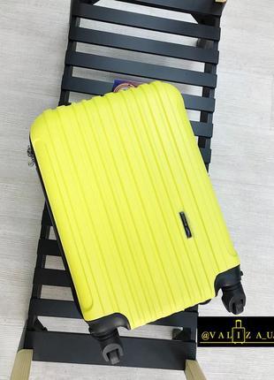 Прочный чемодан из поликарбоната для ручной клади желтый / валіза пластикова