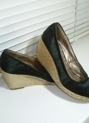 Фирменные атласные туфли-эспадрильи на плетеной подошве с открытым носком