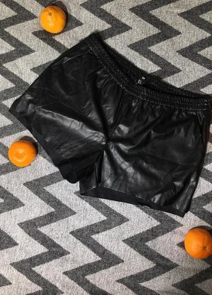 Кожаные шорты/ под кожу