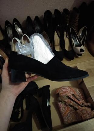 Распродажа! очень стилные замшевые туфли с квадратным носком