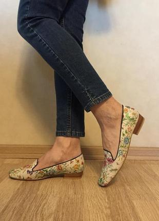 Туфли лоферы кожаные новые в цветочный принт 37 размер