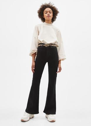 Черные джинсы клеш bershka