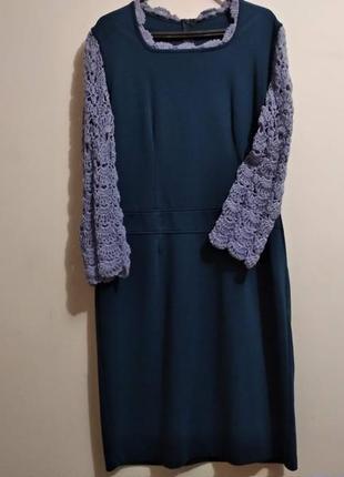 Трикотажне плаття з ажурними рукавами