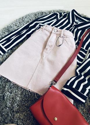 Пудровая джинсовая юбка