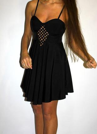 Черное платье  с чашками по груди - молния по спинке!