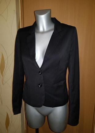 Базовый черный приталенный пиджак жакет