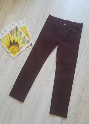 Стильные плотные джинсы цвет бордо