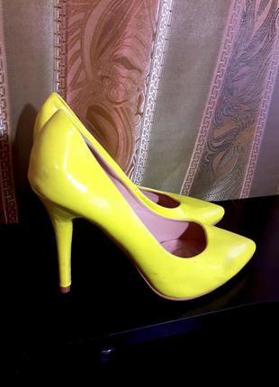 Распродажа лимонные лодочки, лаковые туфли