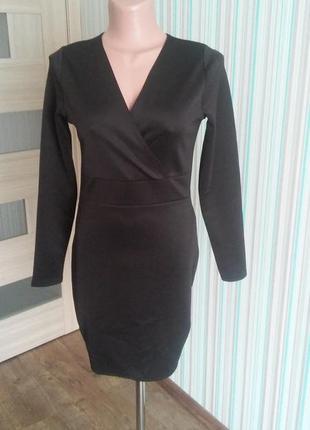 Черное мини платье с длинным рукавом