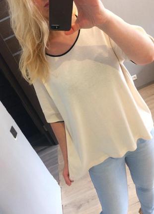 Персиковая футболка с окантовкой